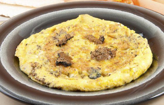 Omelette aux truffes et aux noix de Lalbenque
